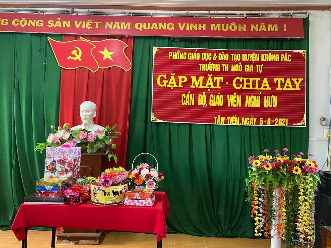 Xin kính chúc thầy Y Yai, cô Đỗ Dung và cô H Lai  mạnh khoẻ! An yên! Luôn nhớ và yêu ngôi nhà TH Ngô Gia Tự! Nhà trường biết ơn ba thầy cô đã hoàn thành nhiệm vụ trồng người!  Trân trọng! (5/6/21)